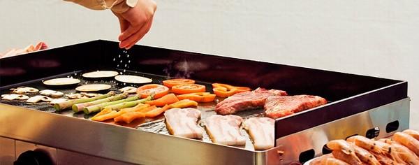 Поверхня для смаження. Вигода і зручність у використанні. Обладнання для ресторану.