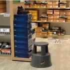 Пластиковая подставка на колесах для выкладки товара Stand Подставка на колесах Stand Табурет на колесах для персонала Пластиковая подставка на колесах для выкладки товара Технические характеристики: Цвет на выбор: темно-серый RAL 7012, белый RAL 9010, синий RAL 5002, красный RAL 3000 Высота табурета с нагрузкой —  42,5 см. Высота табурета  без нагрузки — 43,0 см. Диаметр вверху —  29,0 см. Диаметр внизу — 44,0 см. Максимальная нагрузка — 150 кг Вес тумбы из пластика   — 3,4 кг Производство: Германия Табурет на колесах предназначен для того, чтобы можно было добраться до высоких труднодоступных мест. Подставка на колесах из пластика состоит из двух ступенек, имеющих рифленую нескользкую поверхность.  Табурет на колесах для персонала изготовлен из качественного пластика, стойкого к ударам. Внутри ксатновленны три  пластиковых колеса со стальными пружинами. Табурет на колесах можно передвигать без усилий даже ребенку. В случае если на подставка на колесах  есть воздействие веса от 5 кг, то ролики спрячутся, а табурет-стремянка уверенно установится на пол своею окружностью – с кольцом из резины, которое улучшает сцепление с полом и повышает устойчивость. Стремянку-табурет можно применить в торговле – в продуктовых магазинах, одежды и обуви, она может использоваться для небольшого склада, для архивных стеллажей, для библиотеки, ее покупают как тумбу для мойки автомобиля, можно купить в любую квартиру – всегда пригодится. Все сети супермаркетов Украины используют ее в торговых залах для обслуживания верхних по лок.